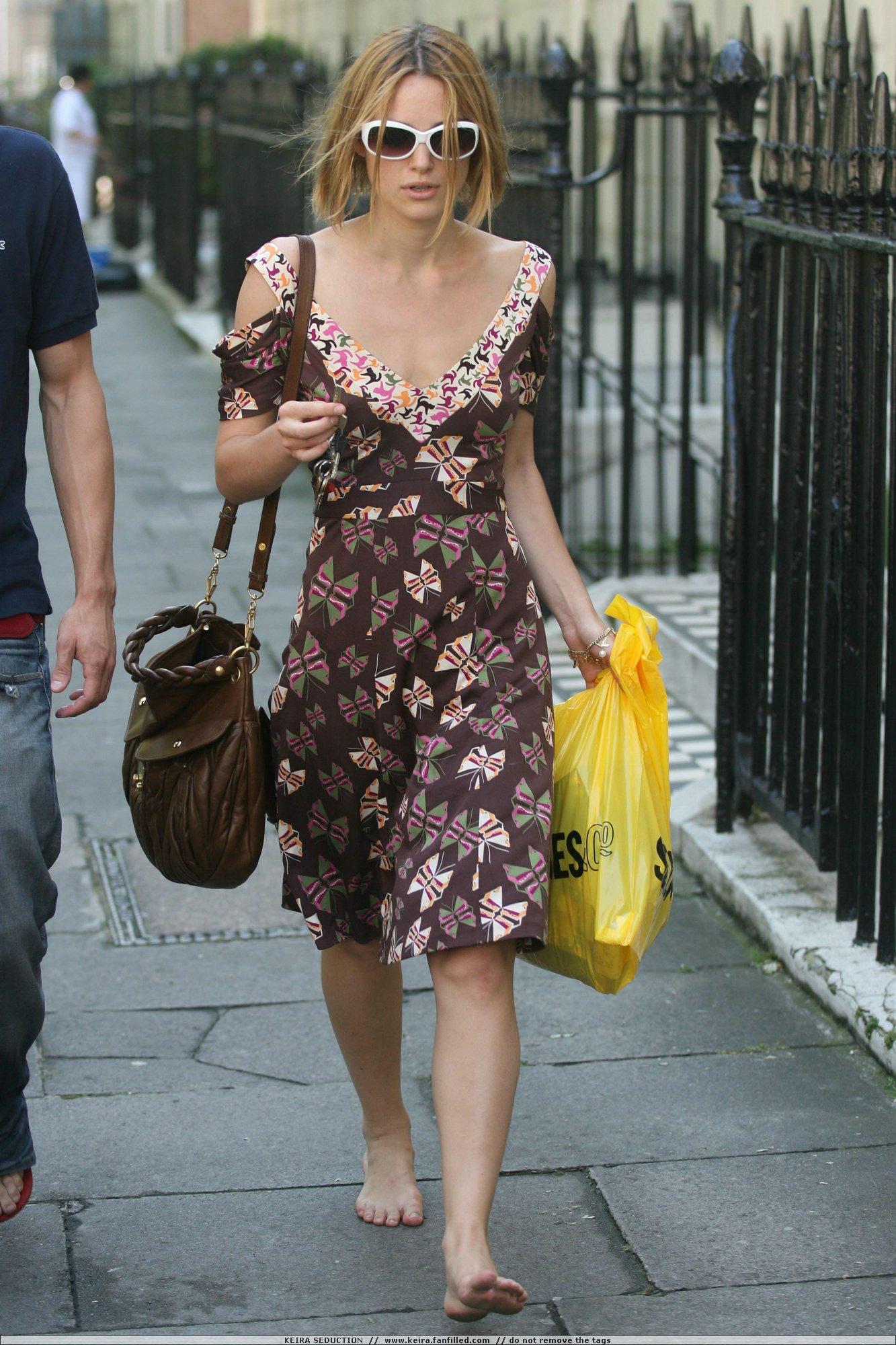http://pics.wikifeet.com/Keira-Knightley-Feet-245471.jpg