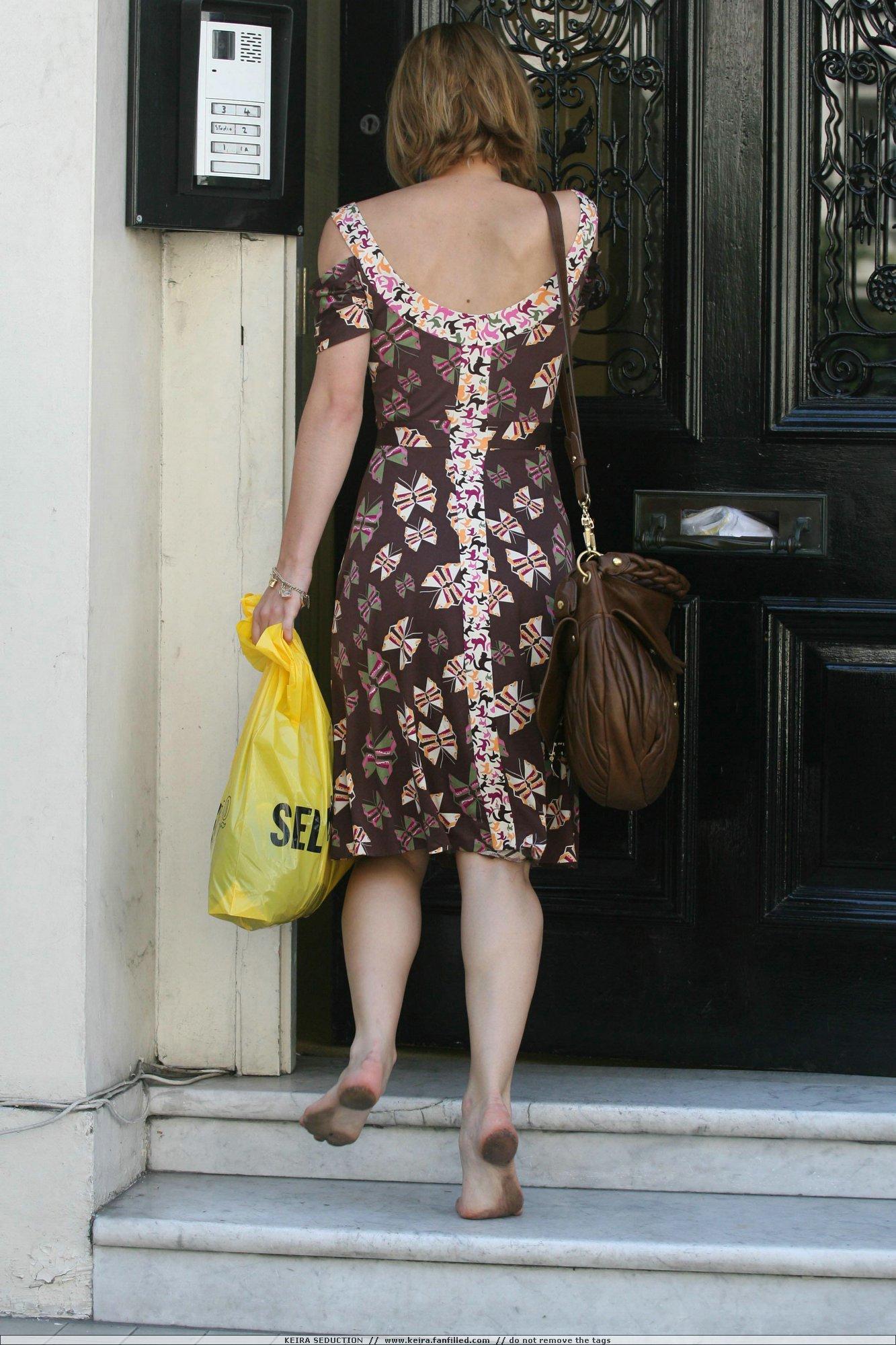 http://pics.wikifeet.com/Keira-Knightley-Feet-245473.jpg
