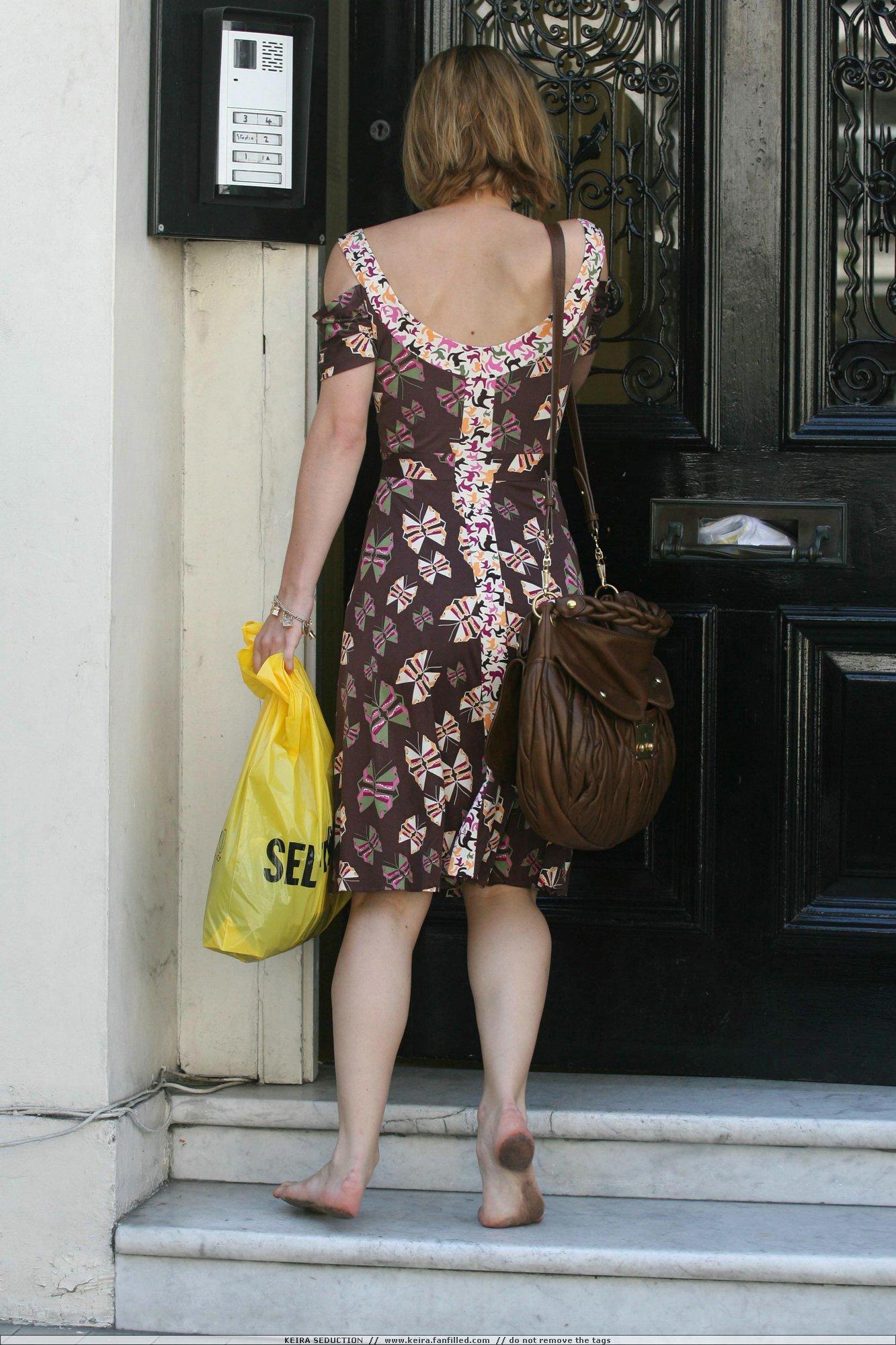http://pics.wikifeet.com/Keira-Knightley-Feet-245474.jpg