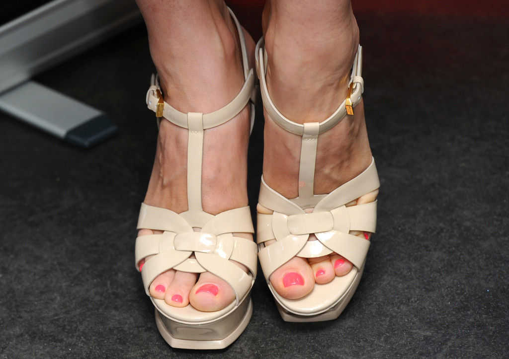 All kelly brook toes can