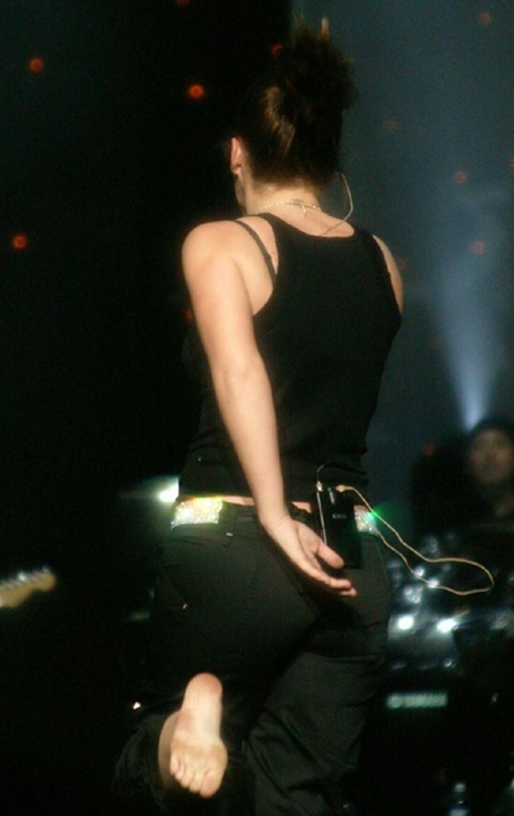 https://pics.wikifeet.com/Kelly-Clarkson-Feet-309016.jpg