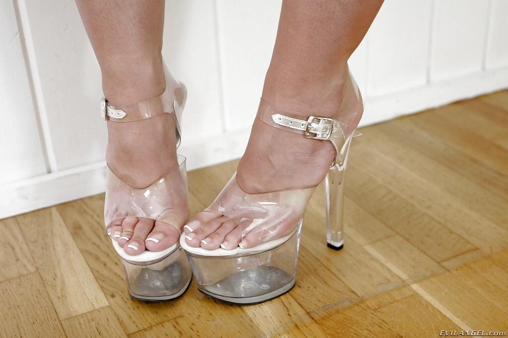 Kelly divine feet
