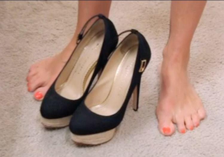 Kelly kelly feet pics
