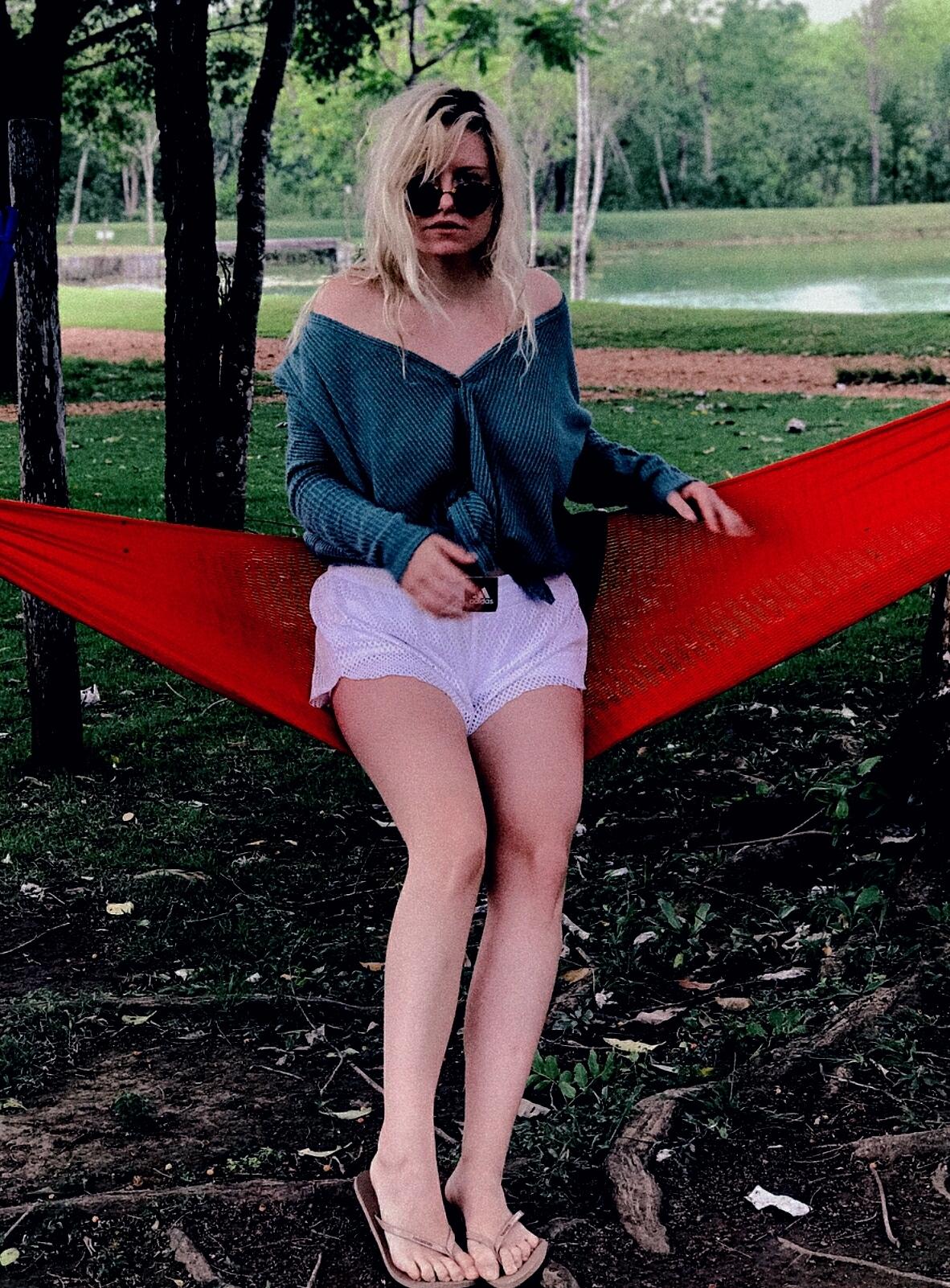 Kelly missesvlog feet