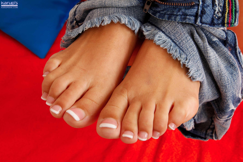 Kelsi monroe heels feet