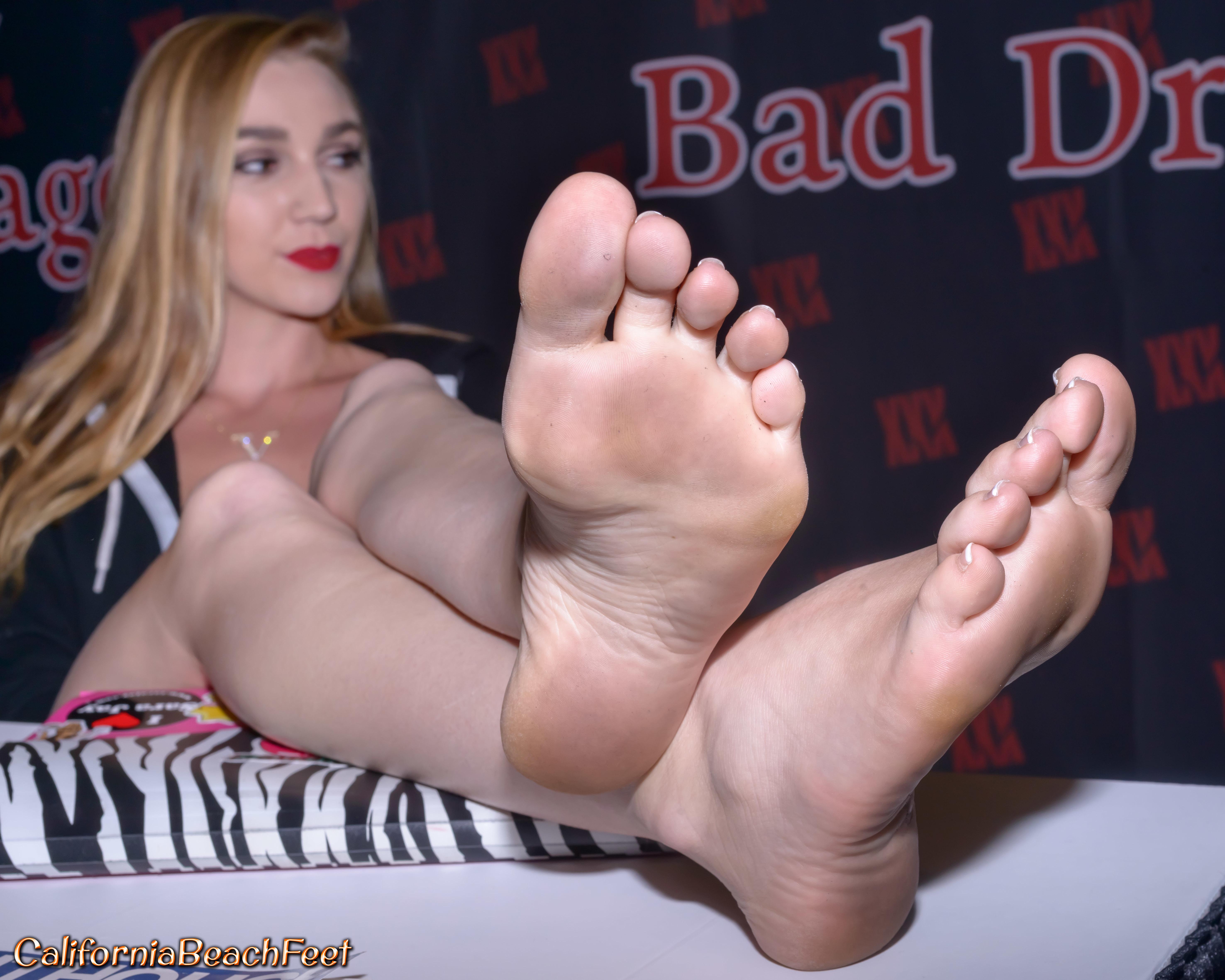 Kendra Sunderland Feet
