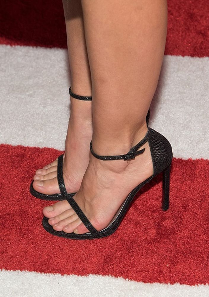Kristen Bell Spreads Her Legs In Naked Pic - Celeb Jihad