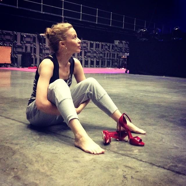 http://pics.wikifeet.com/Kylie-Minogue-Feet-1463928.jpg