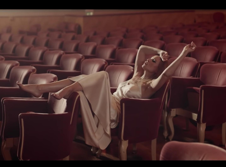 https://pics.wikifeet.com/Kylie-Minogue-Feet-3789178.jpg