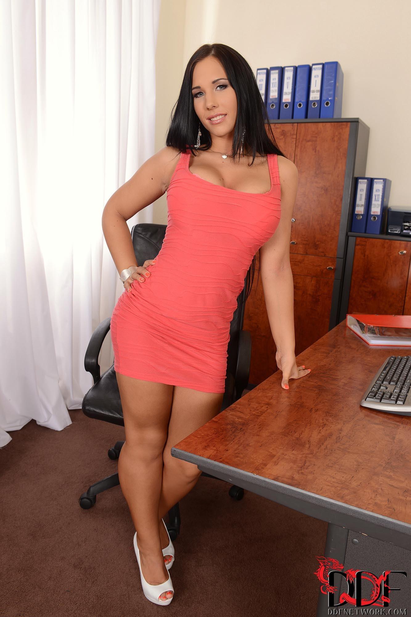 Kyra Hots Feet-2555