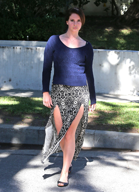Lana-Del-Rey-Feet-1585028.jpg