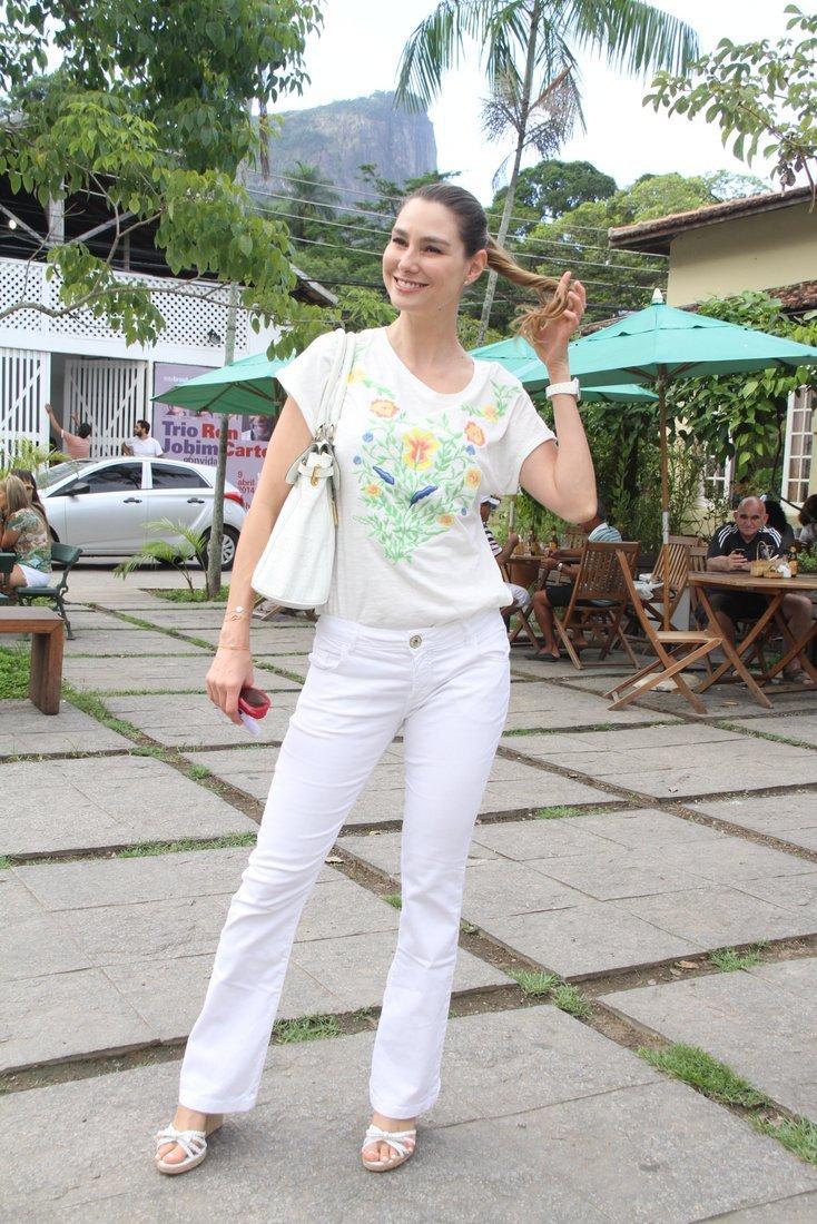 http://pics.wikifeet.com/Lav%C3%ADnia-Vlasak-Feet-1299283.jpg