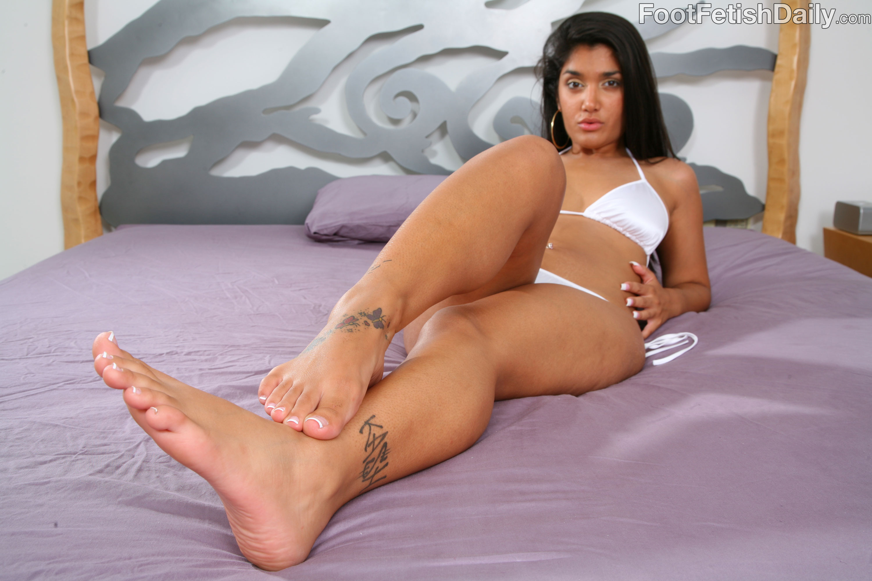 Cassandra cruz footjob and blowjob cum on toes
