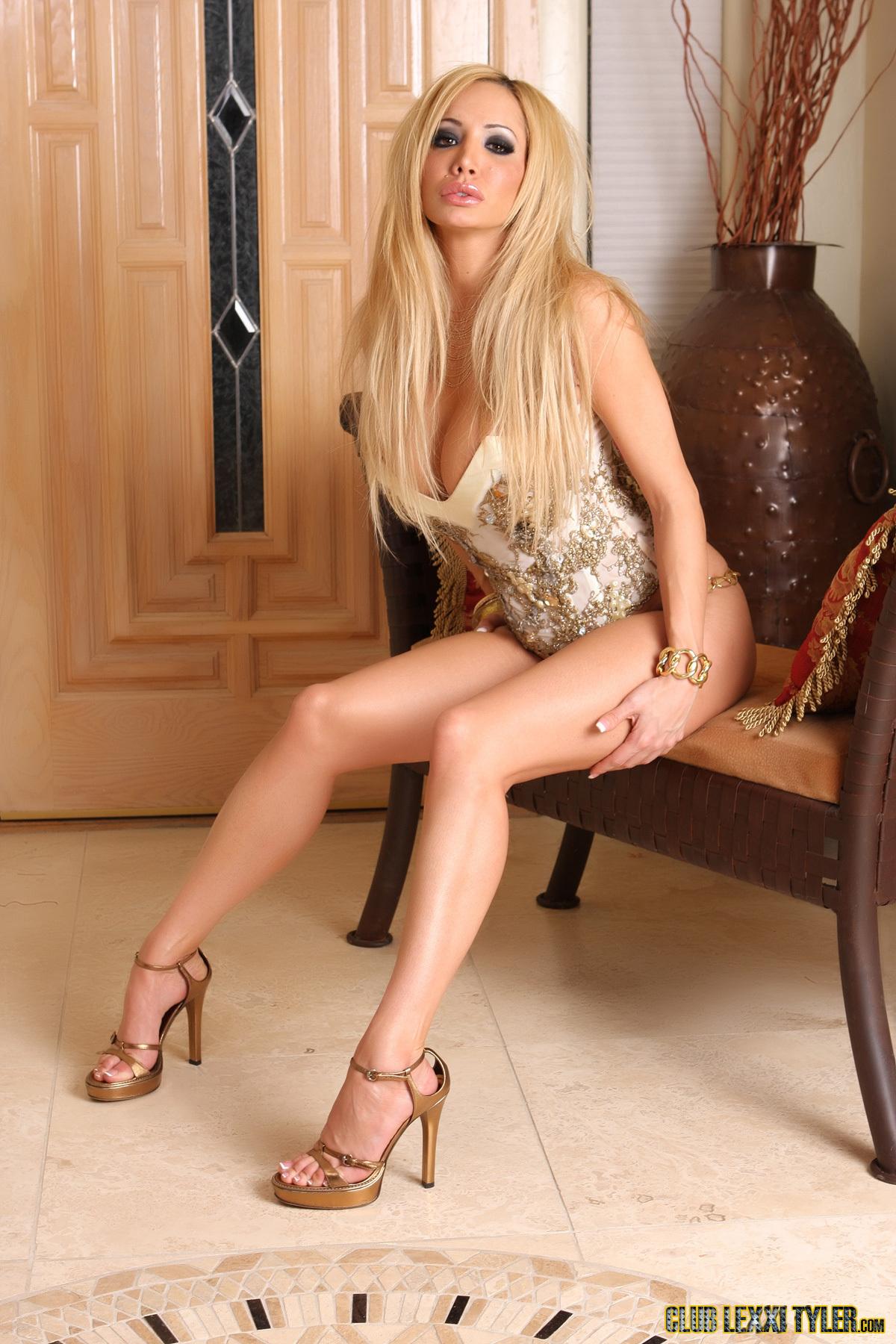Naked pictures of kyla pratt