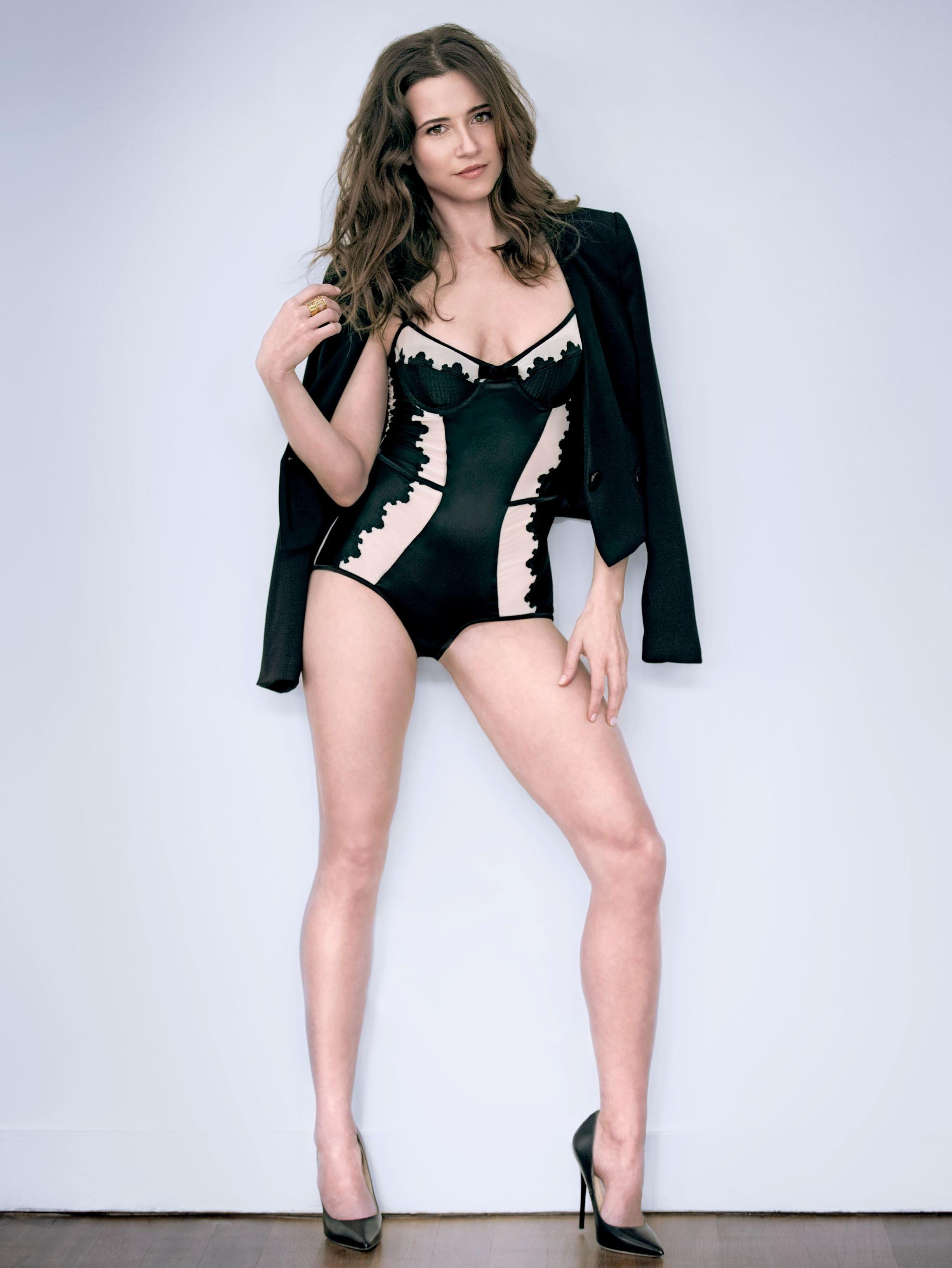 Linda Cardellini Sexy Pics 99