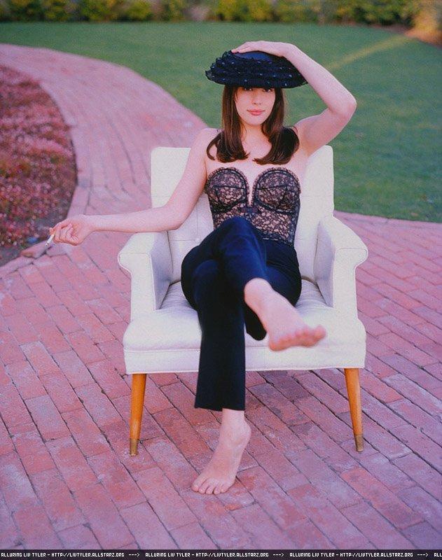 https://pics.wikifeet.com/Liv-Tyler-Feet-310101.jpg