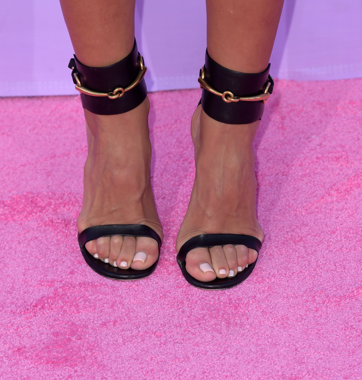 Sexy latina toes