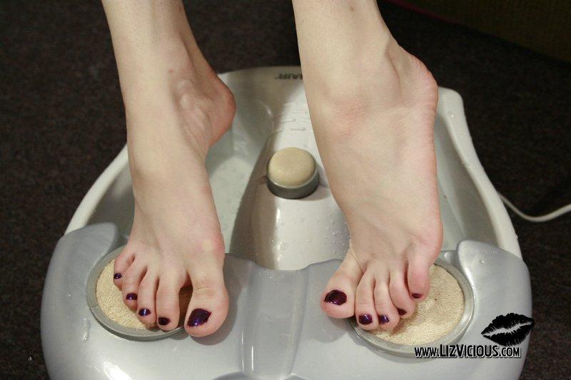 liz vicious feet