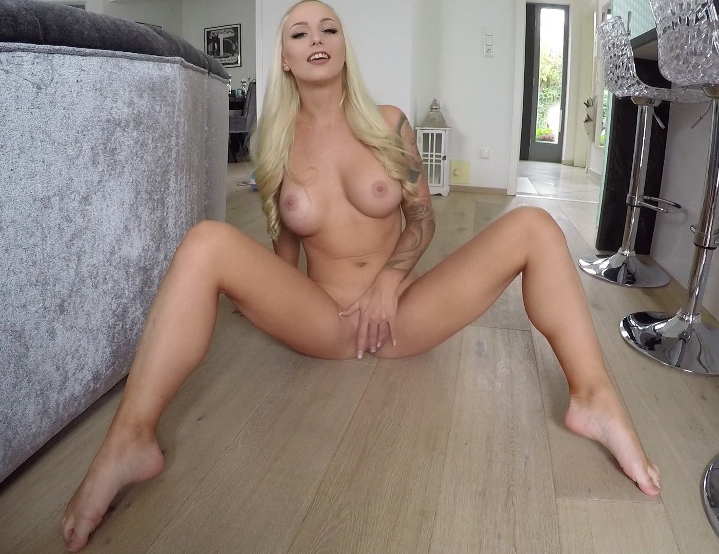 Lucy cat sexy nackt