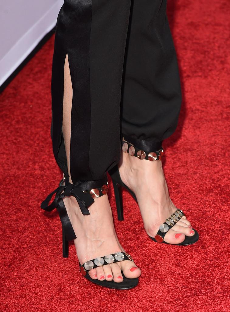 Lyndsy Fonseca Feet Co... Jennifer Aniston