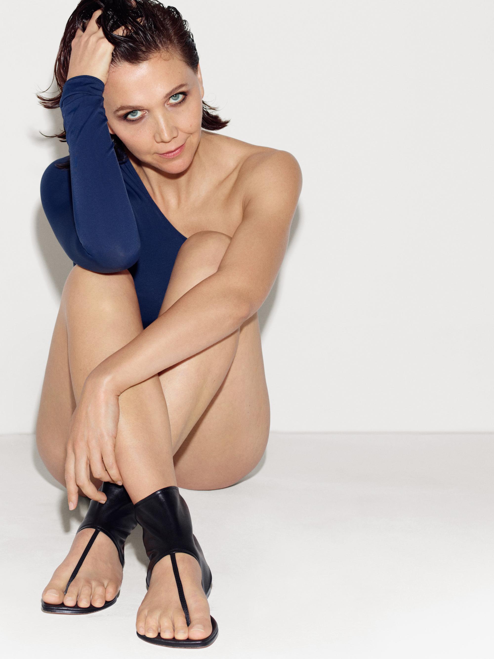 Maggie Gyllenhaal Sexy Pics 68