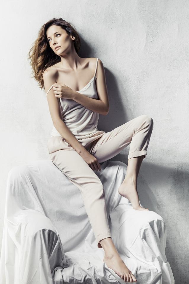 http://pics.wikifeet.com/Maria-Jo%C3%A3o-Bastos-Feet-1400932.jpg