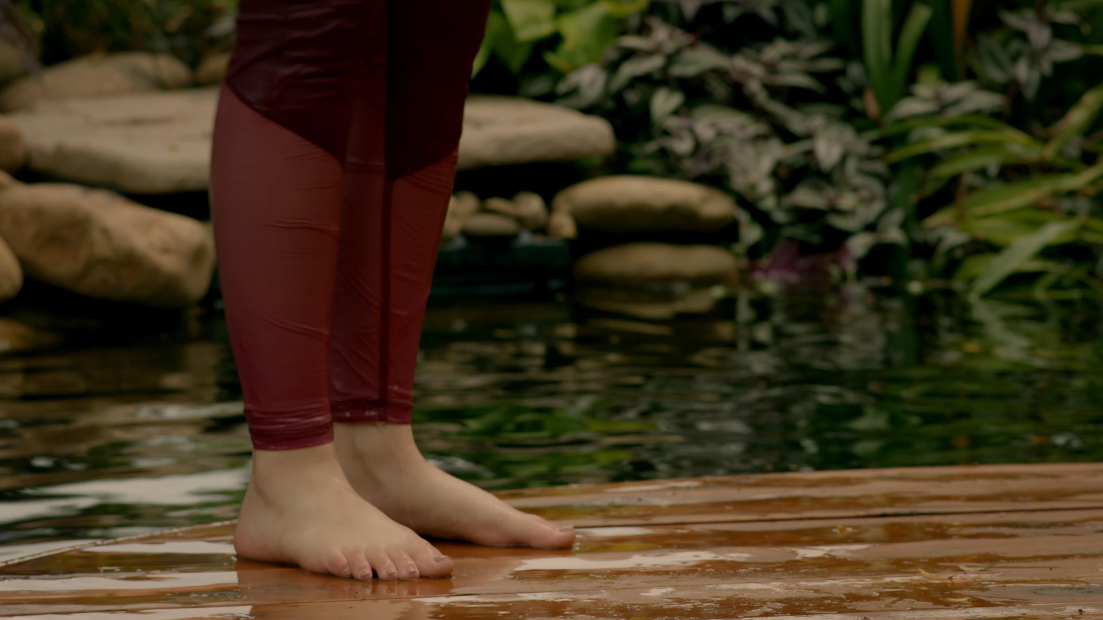 Mary mouser feet