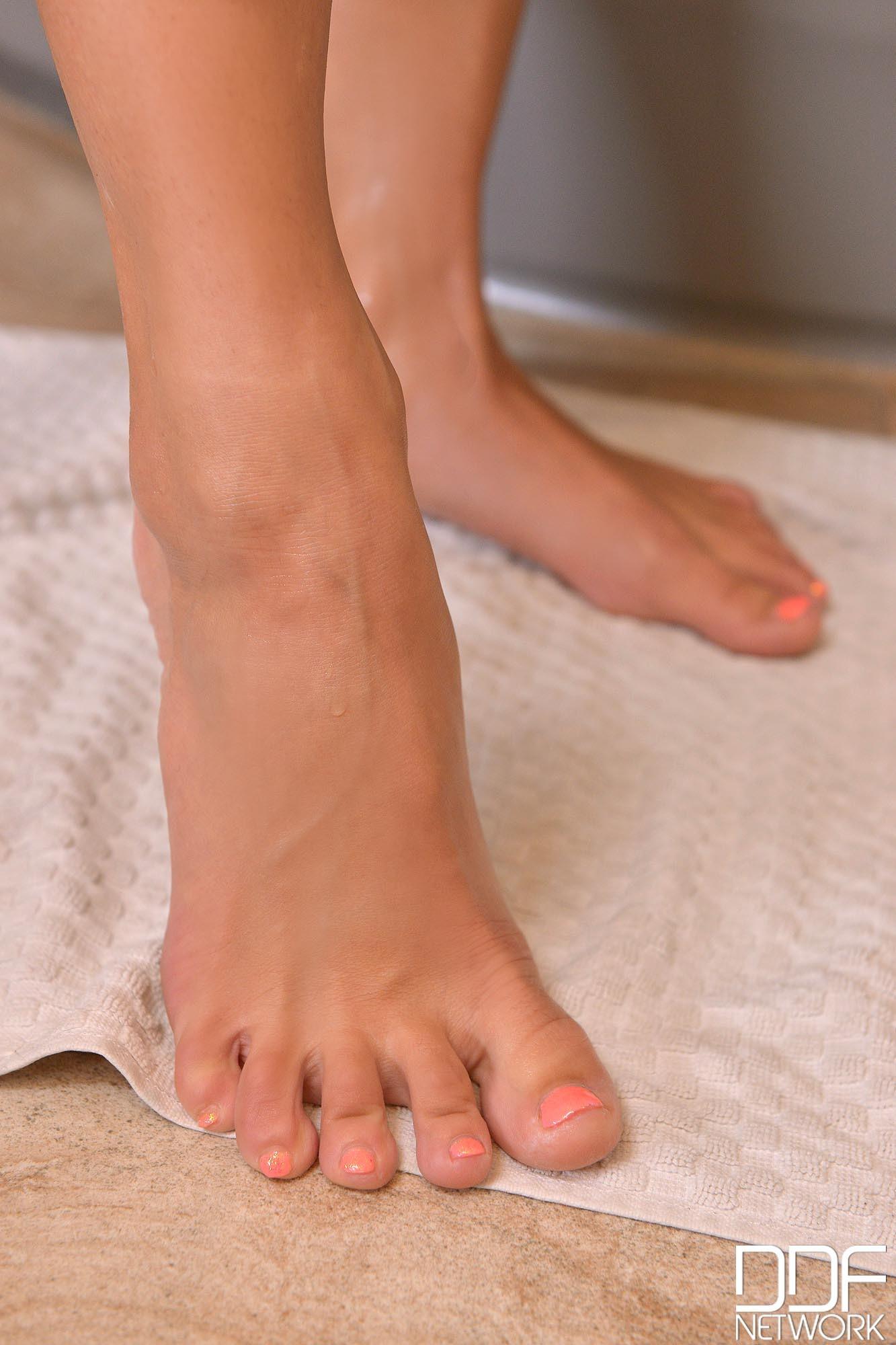 Mea melone feet