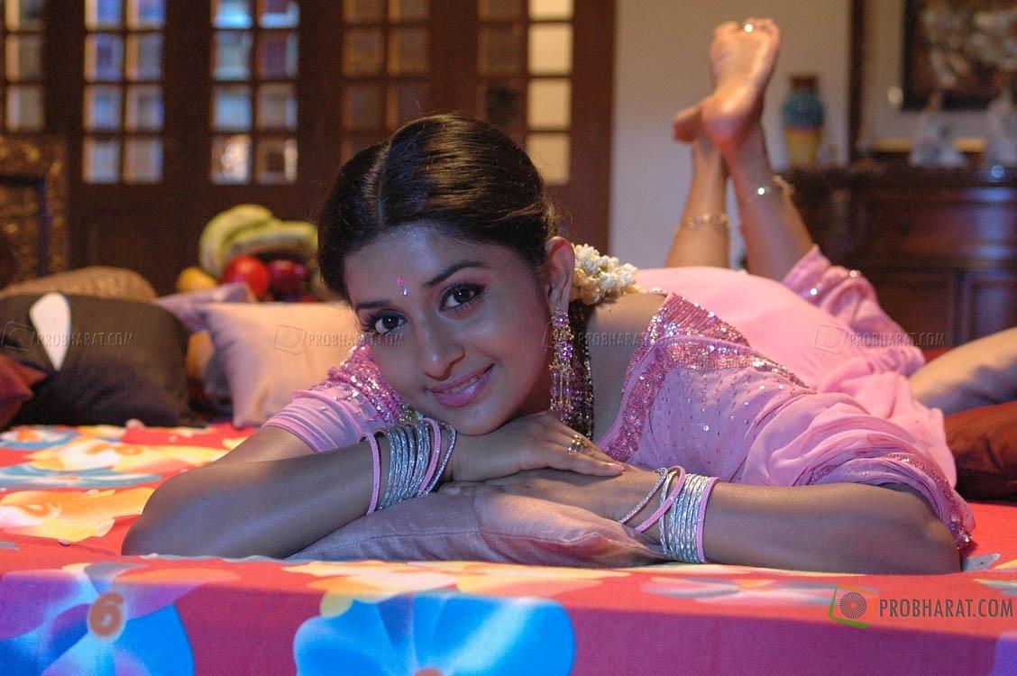 Meera jasmine hot kiss