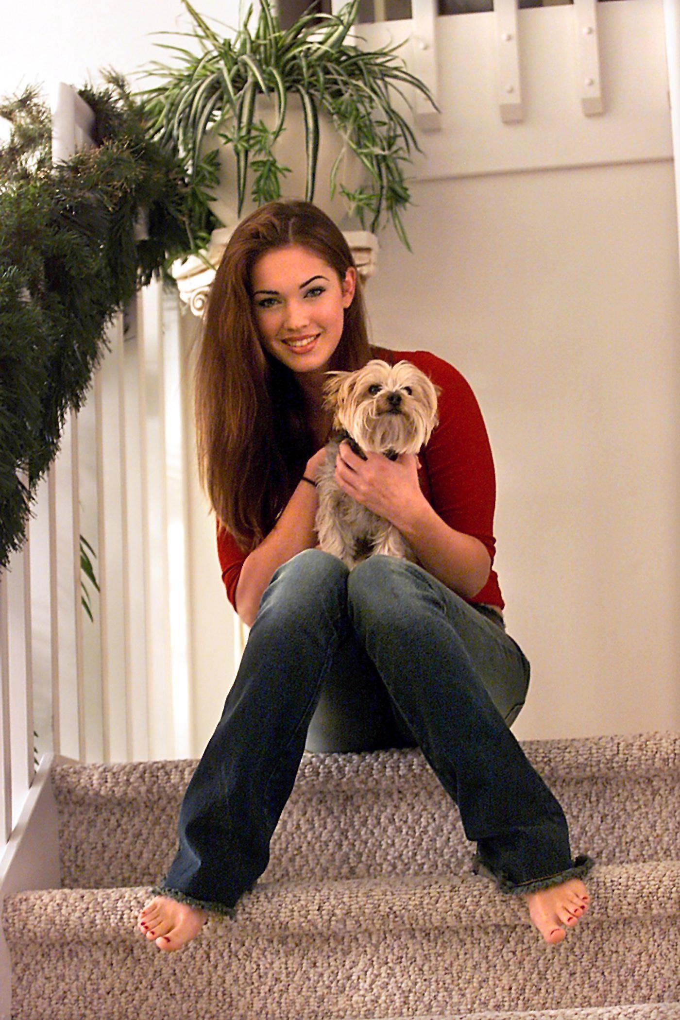 https://pics.wikifeet.com/Megan-Fox-Feet-30182.jpg