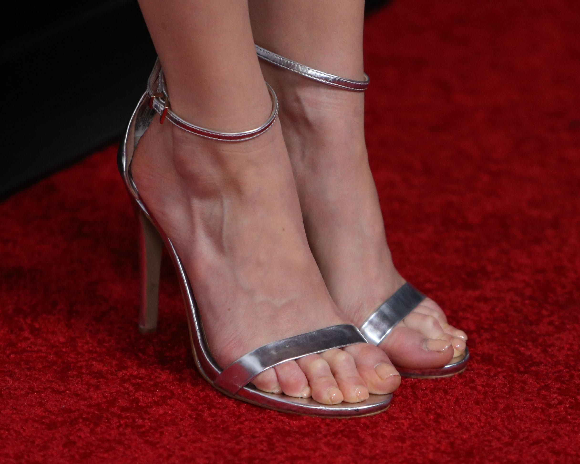 melissa rauch feet