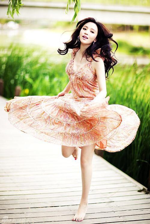 Eugenia suarez in the red thread - 1 10