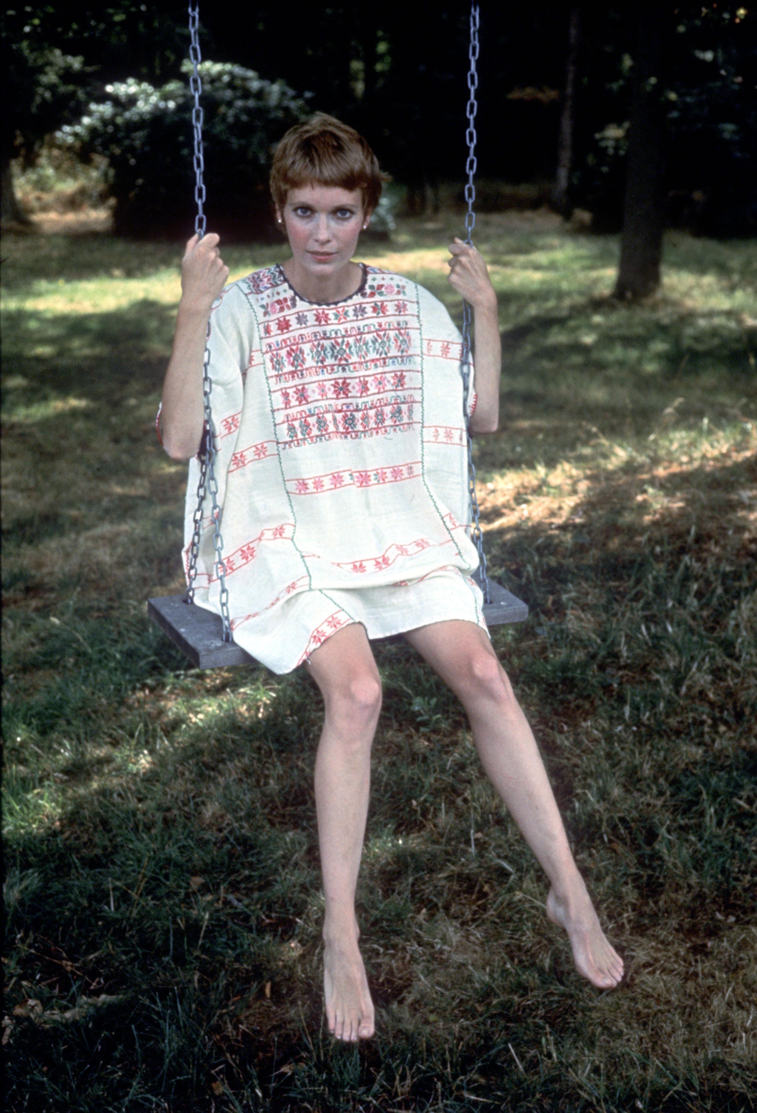 https://pics.wikifeet.com/Mia-Farrow-Feet-2488624.jpg