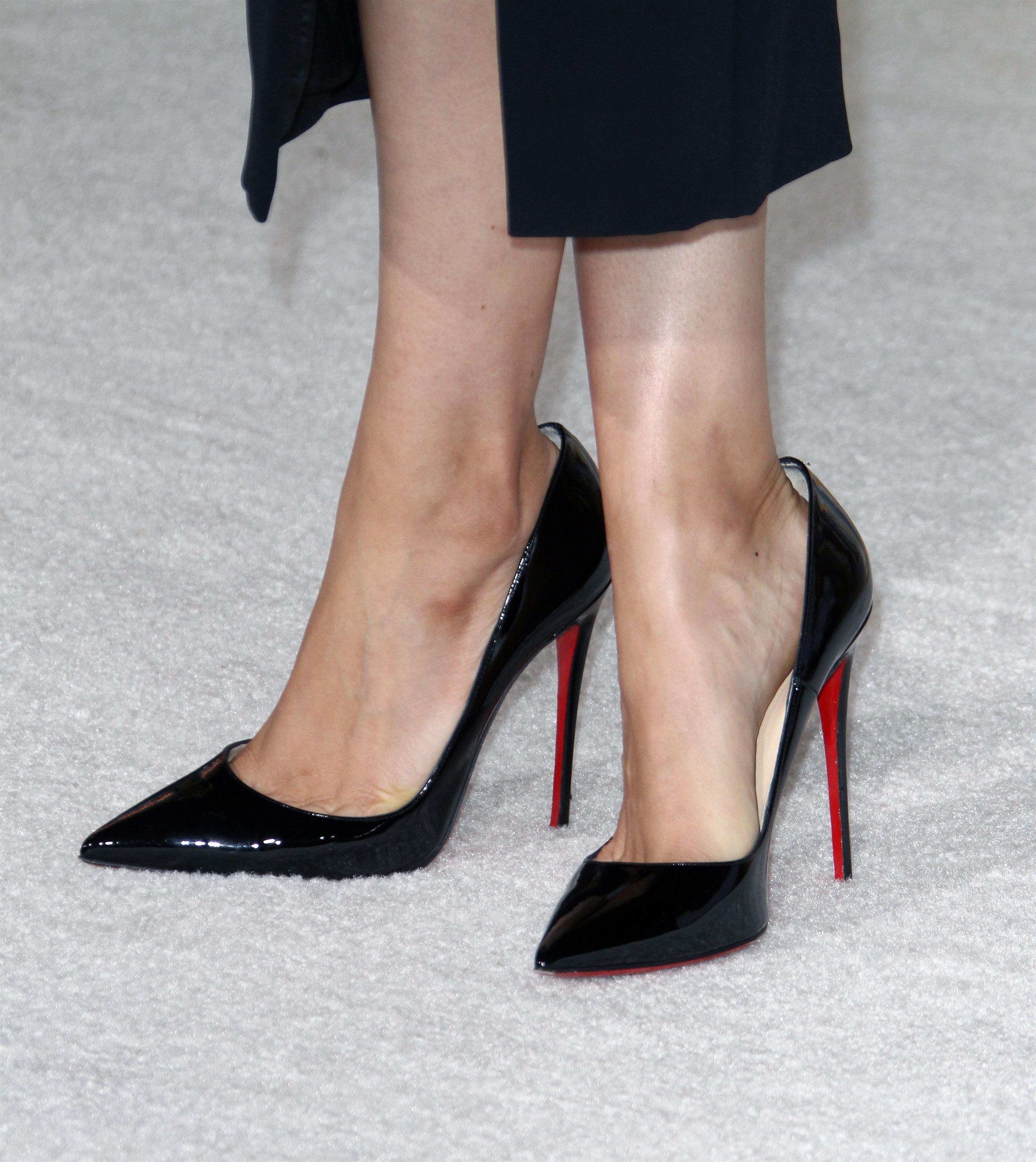 mila kunis's feet << wikifeet