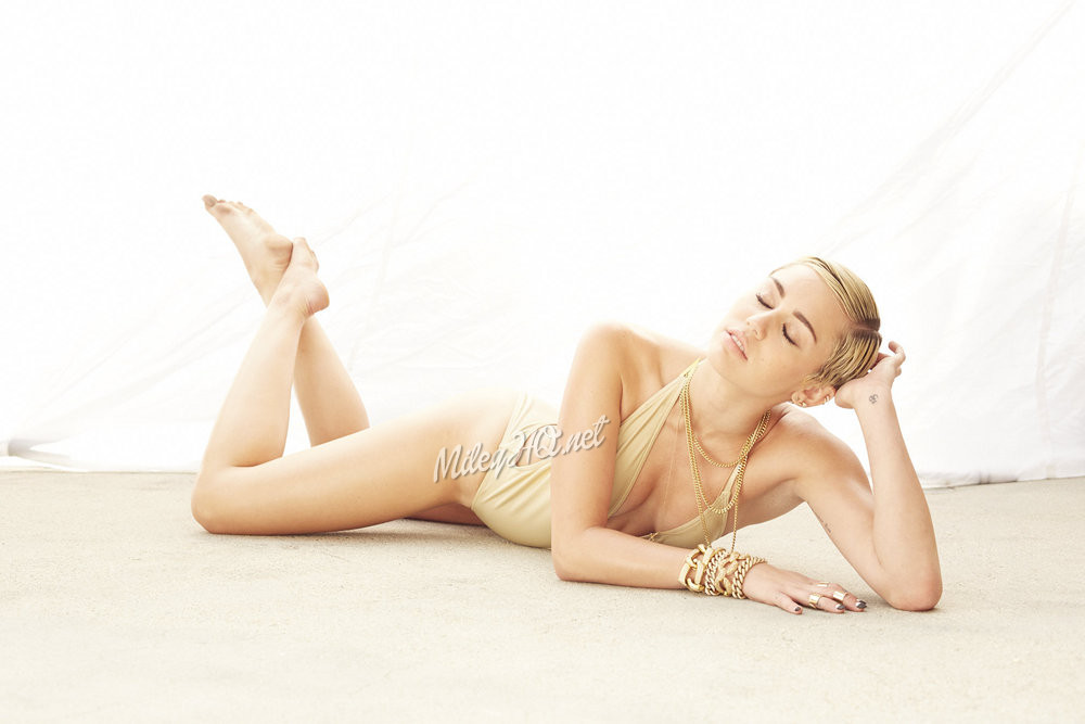 Miley cyrus naked with feet