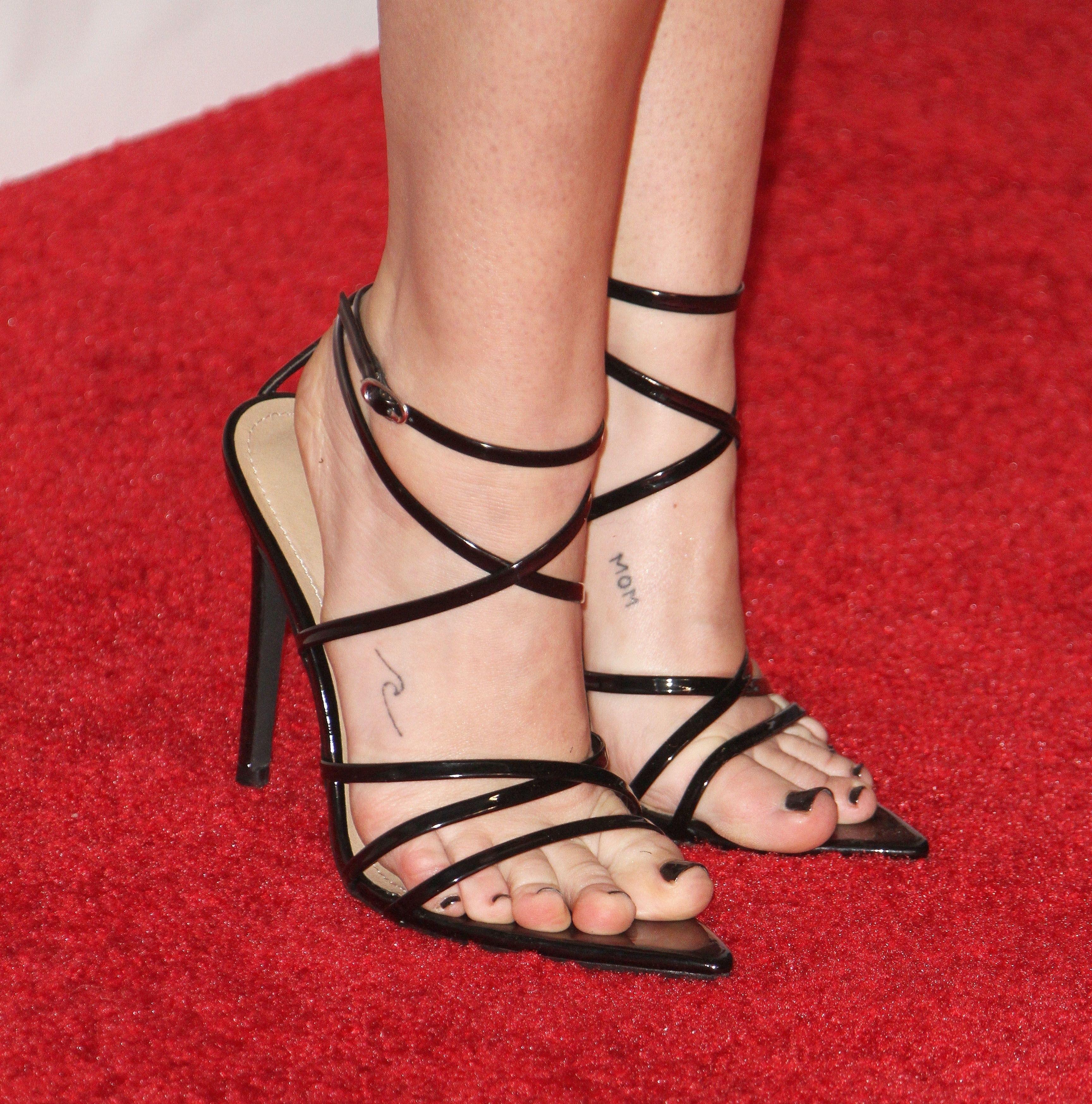 Feet miley cyrus Miley Cyrus