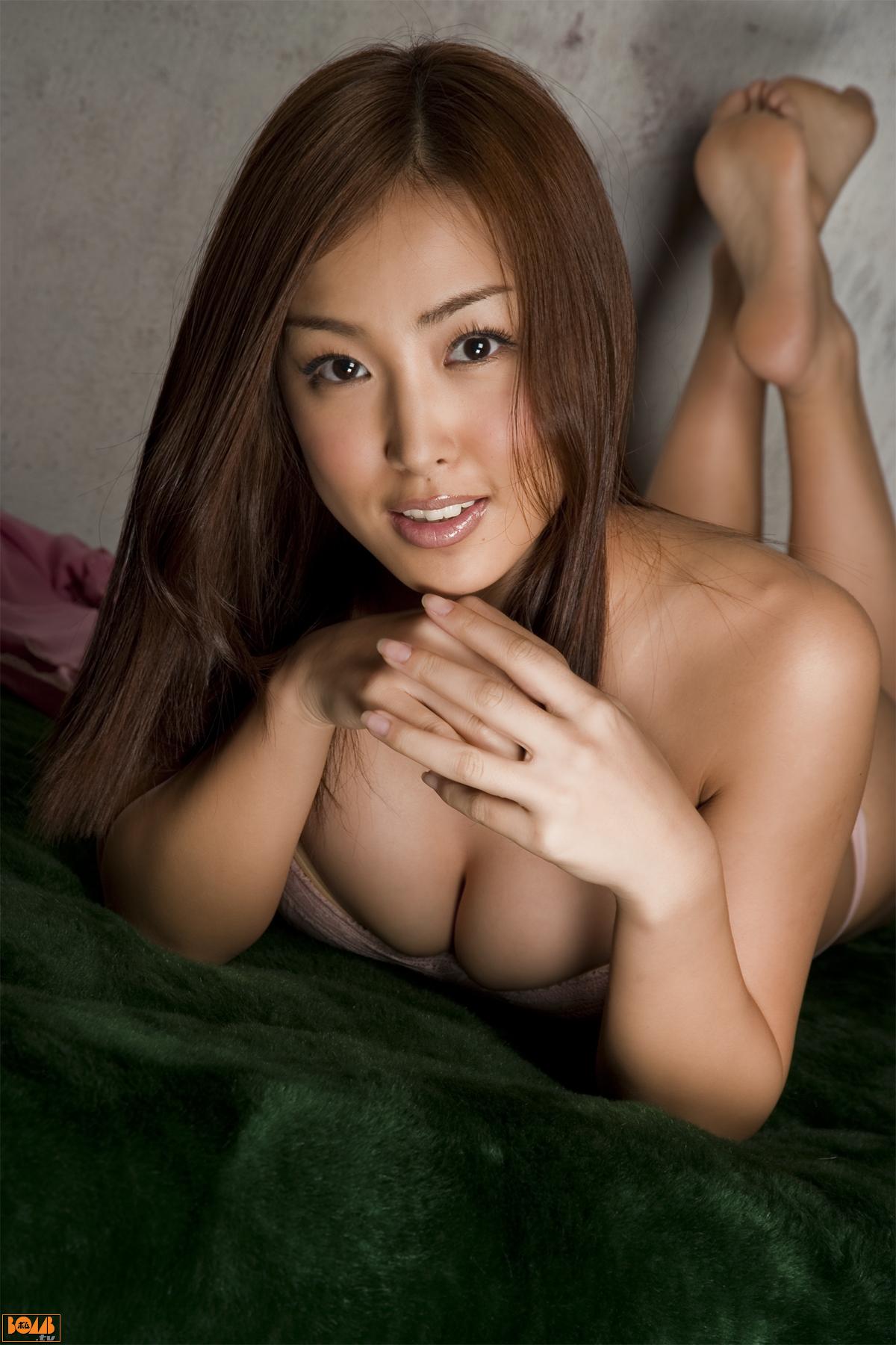 http://pics.wikifeet.com/Minase-Yashiro-Feet-305294.jpg