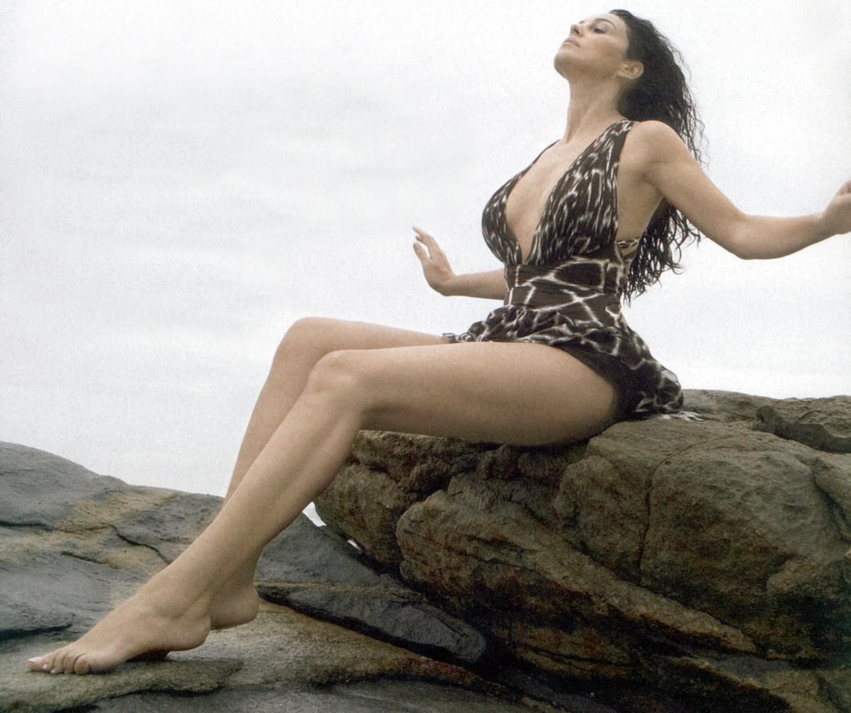 https://pics.wikifeet.com/Monica-Bellucci-Feet-240034.jpg