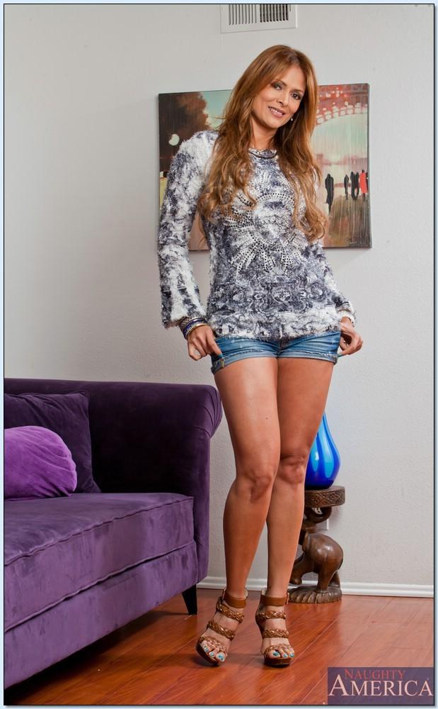 Mature Latina Monique Fuentes has her big tits shown in clos eup № 594363 без смс