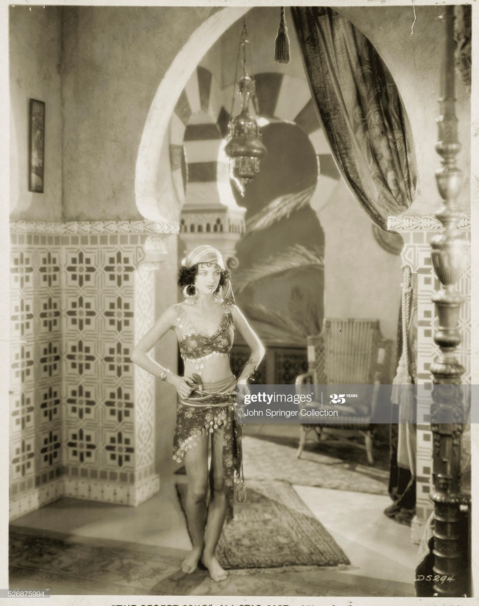 https://pics.wikifeet.com/Myrna-Loy-Feet-5063814.jpg