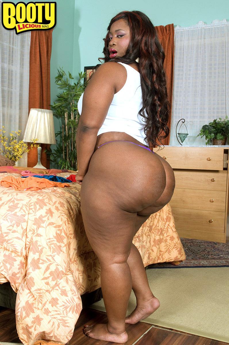 Big tis naked thresome