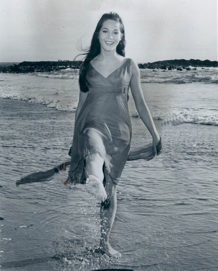 Nancy Kwan Nancy Kwan new foto