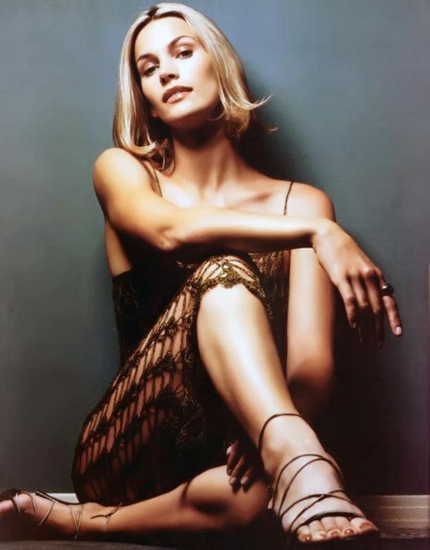 Natasha-Henstridge-Feet-1437548.jpg