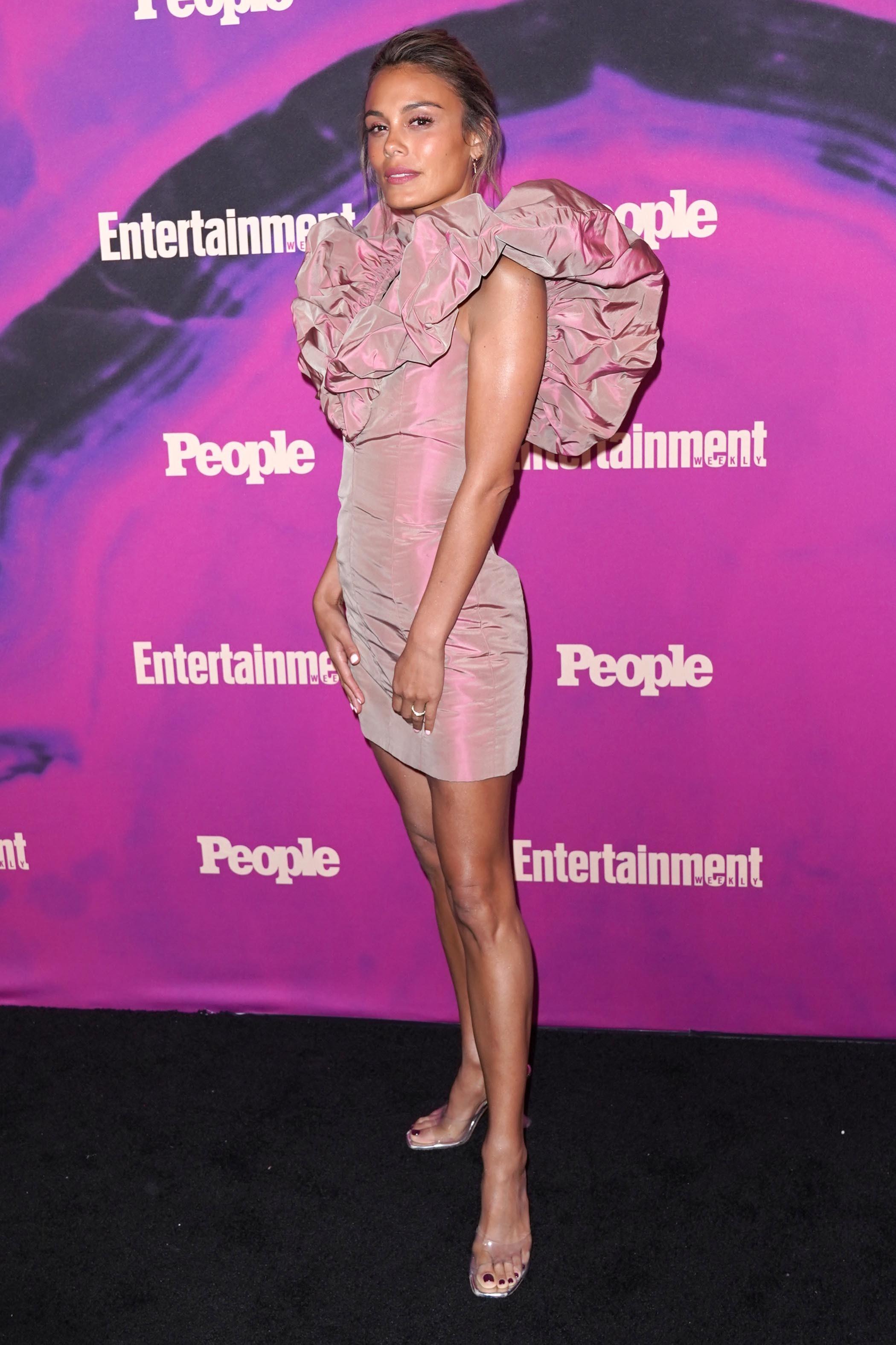 Nathalie Kelley's Feet << wikiFeet