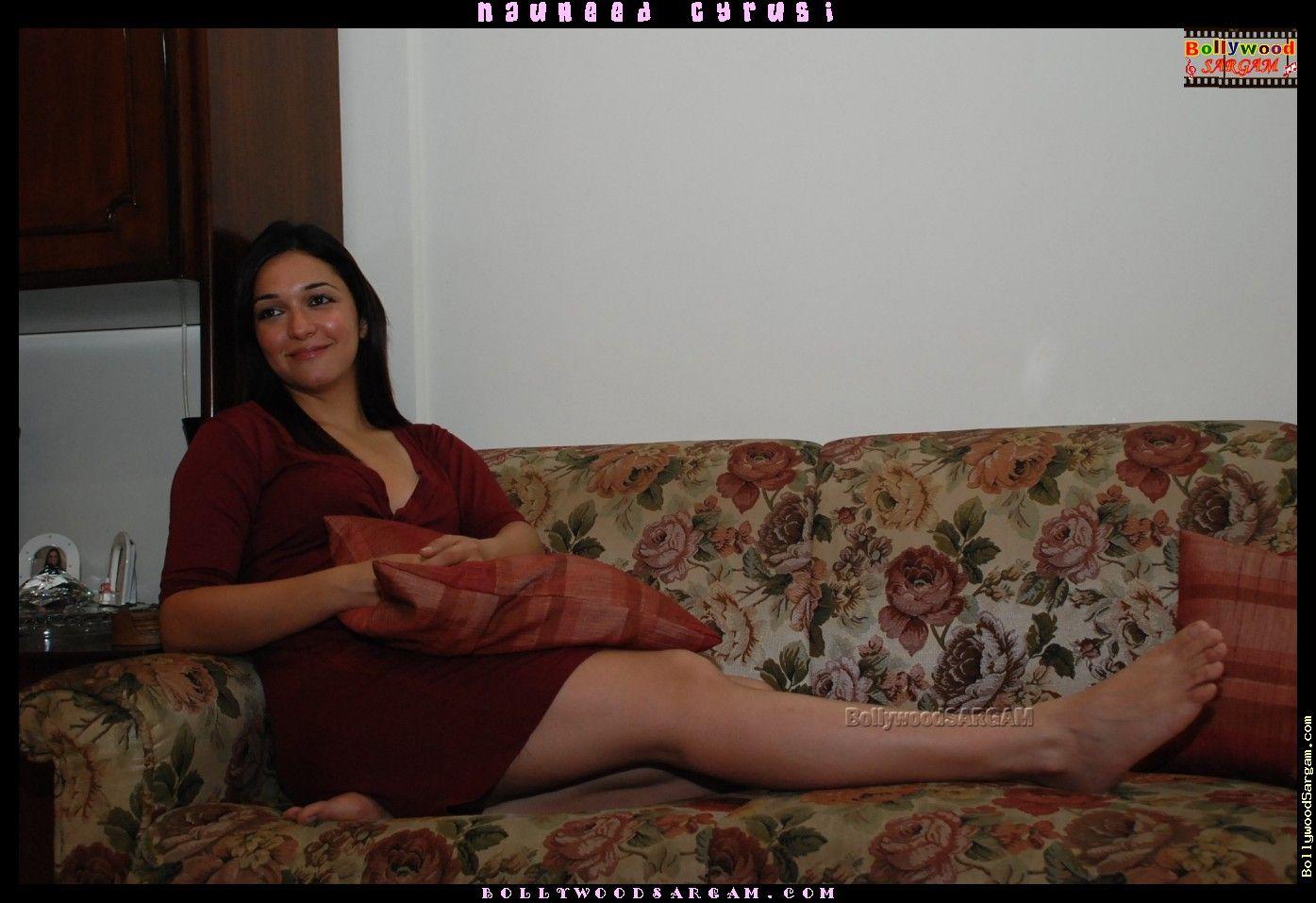 nauheed cyrusi's feet << wikifeet