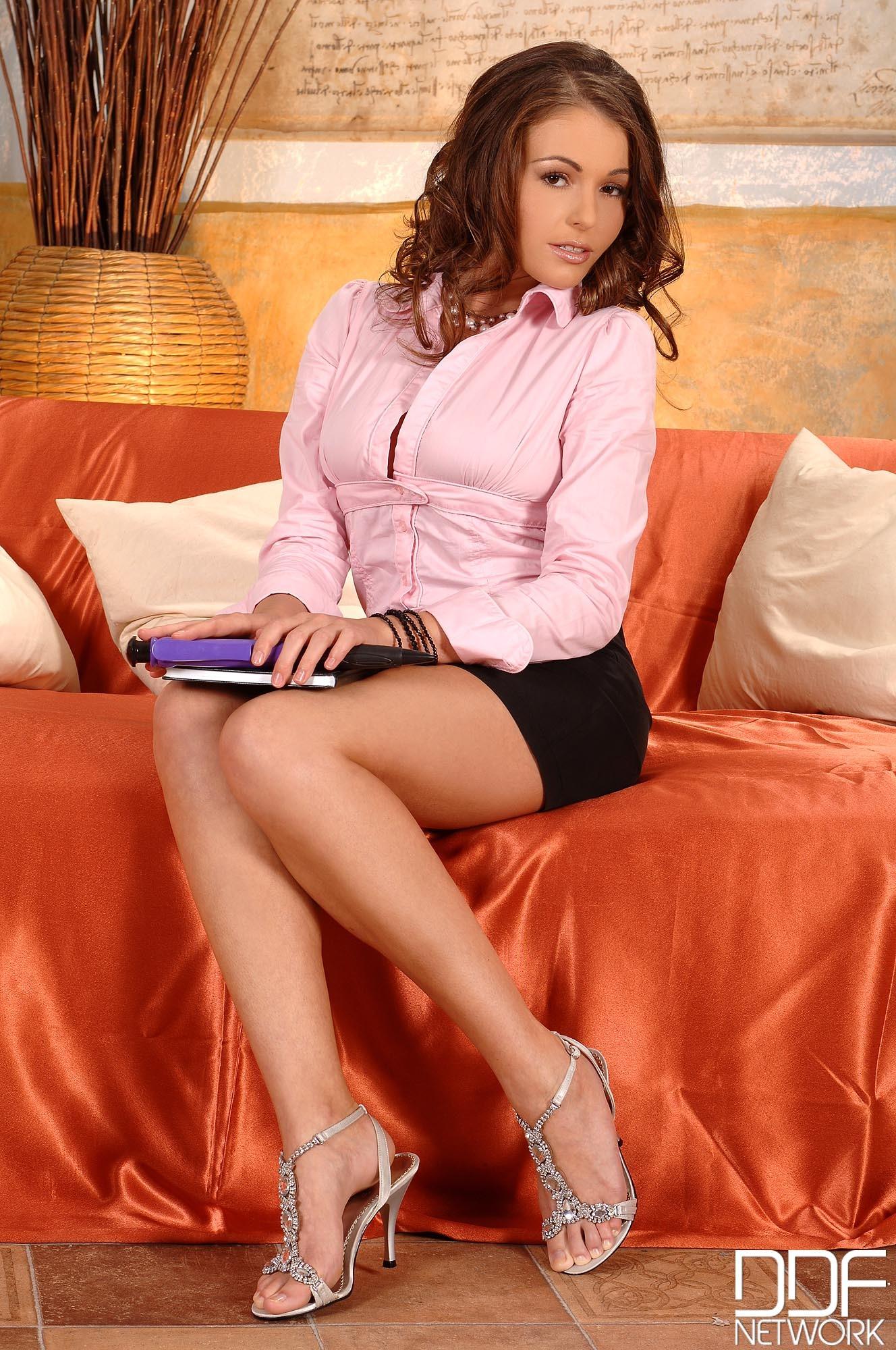 European lesbian Mira Shine probes the juice of Nelly Sullivan № 535761 бесплатно
