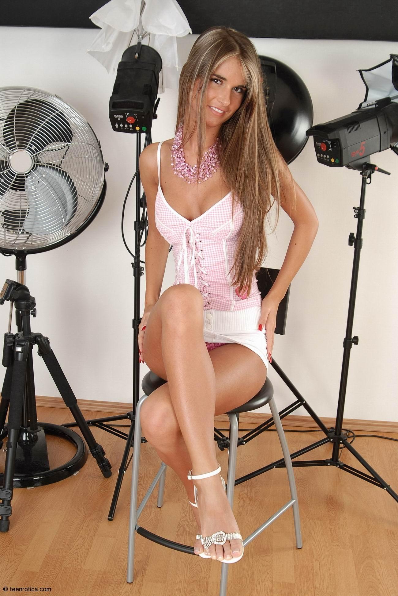 Фотосеты девушек в студии 10 фотография