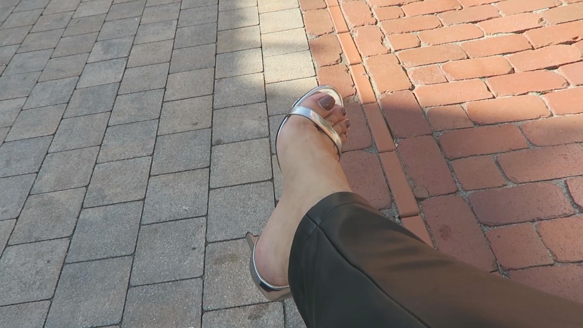 Nilam Farooq Feet