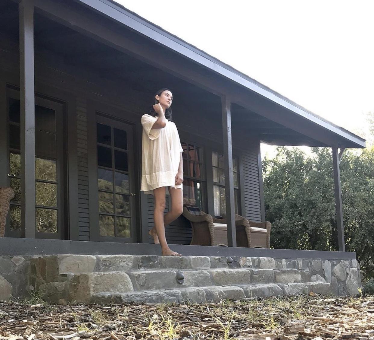 https://pics.wikifeet.com/Odette-Annable-Feet-5645623.jpg