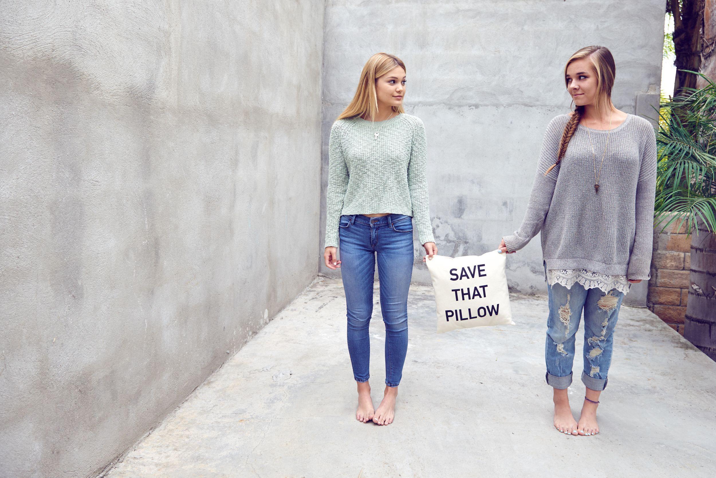 https://pics.wikifeet.com/Olivia-Holt-Feet-2300132.jpg